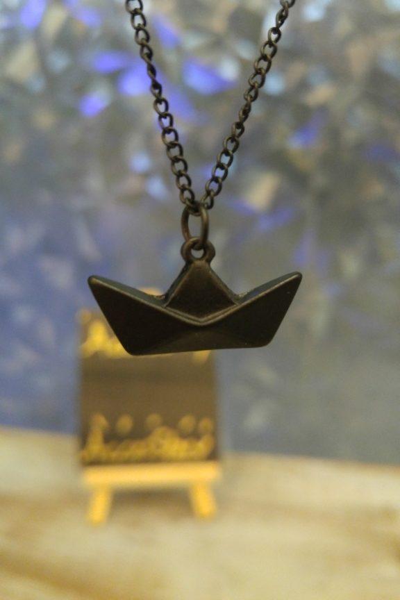 κολιέ-origami-βάρκα-μαύρο