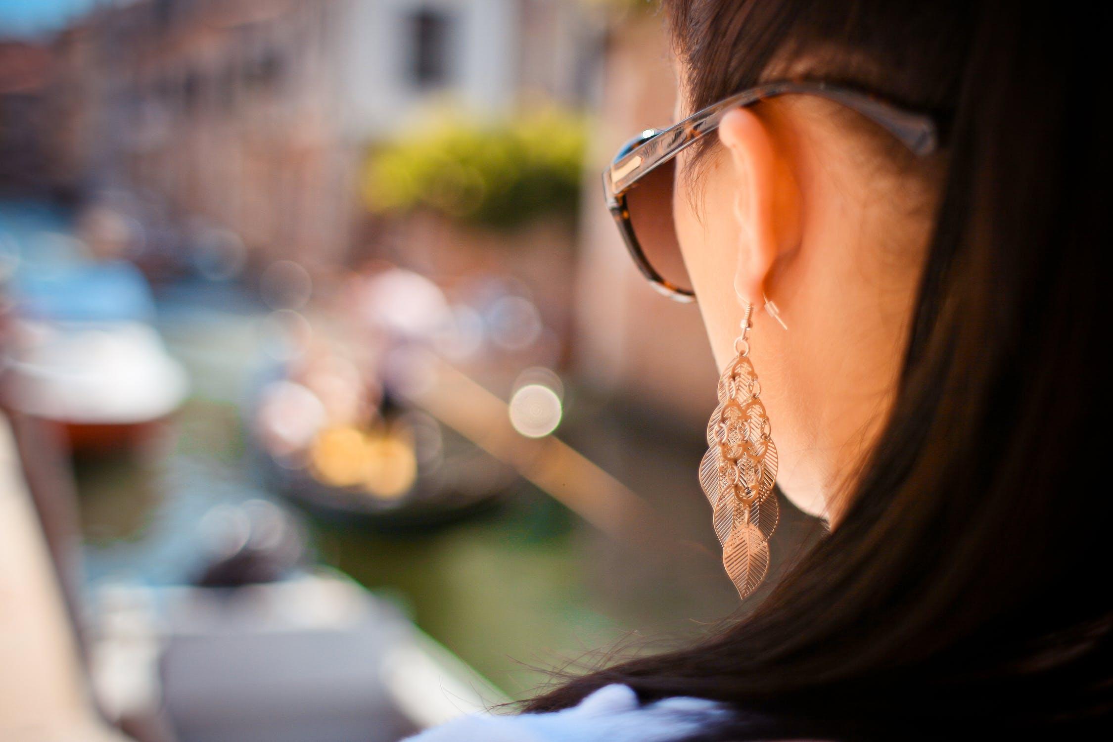 woman-earrings-accesstory
