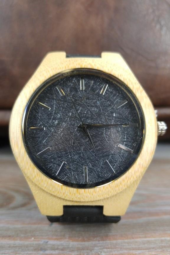 ξύλινο-ρολόι-μαύρο-φελλό