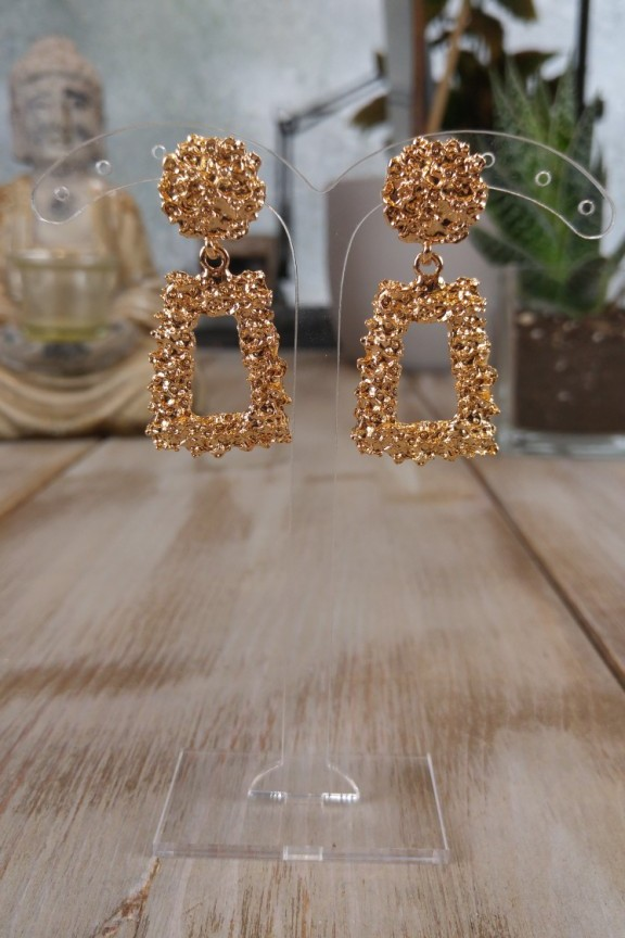 52acf580561 Σκουλαρίκια ανάγλυφα 'Kira' χρυσό χρώμα
