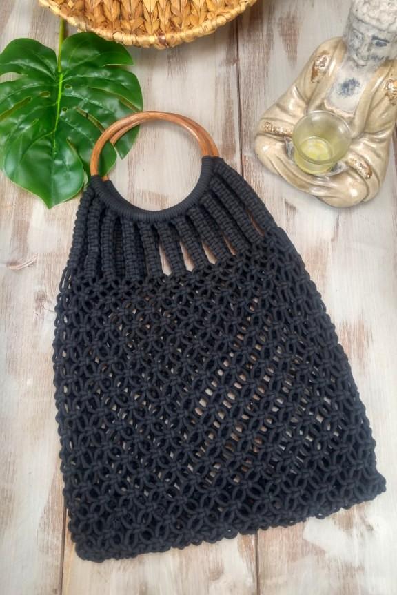 πλεκτή-τσάντα-μαύρη-ξύλινη-λαβή