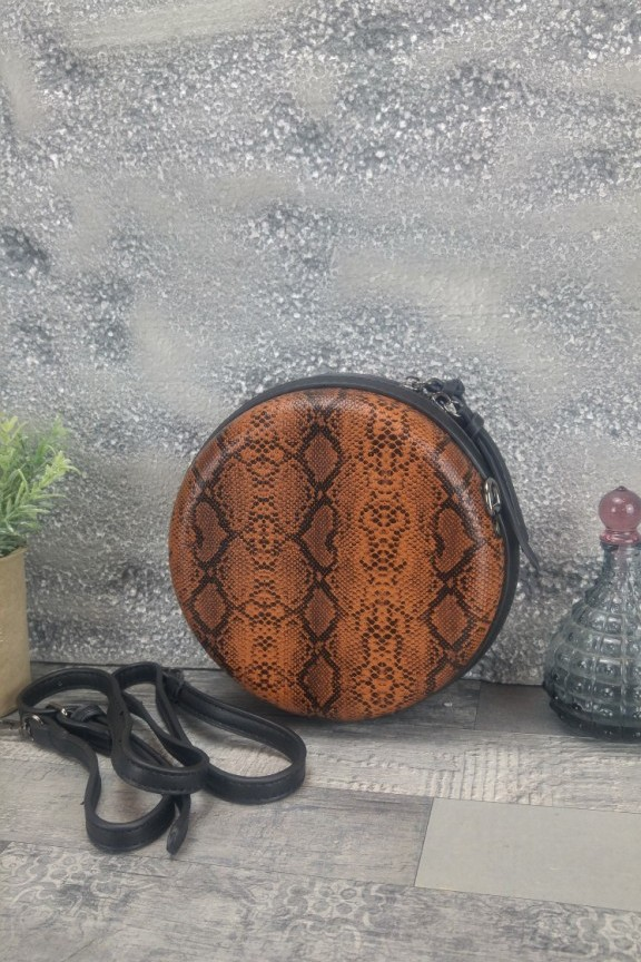 τσάντα-φίδι-στρογγυλή-καφέ