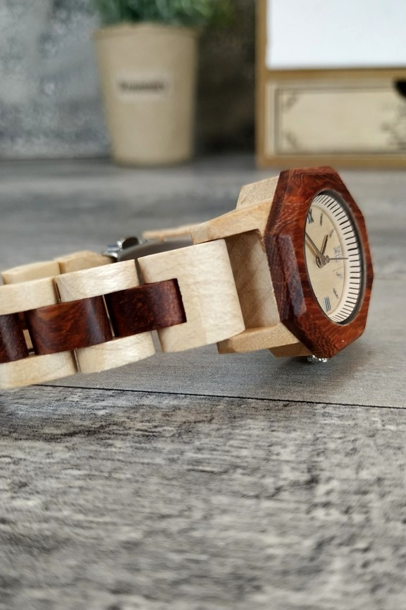 ξύλινο-ρολόι-χειρός-slim-μπρασελέ-διχρωμία