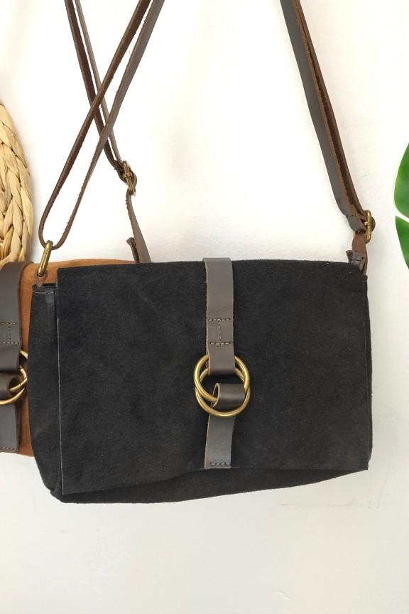 δερμάτινη-τσάντα-καστόρι-μαύρη-κρίκο