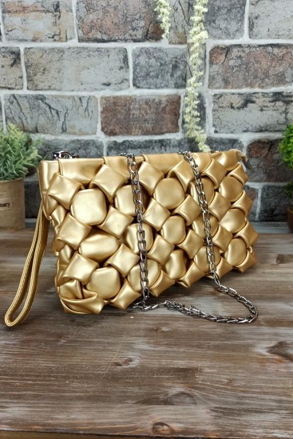 τσάντα-πλεκτή-φουσκωτή-χρυσή
