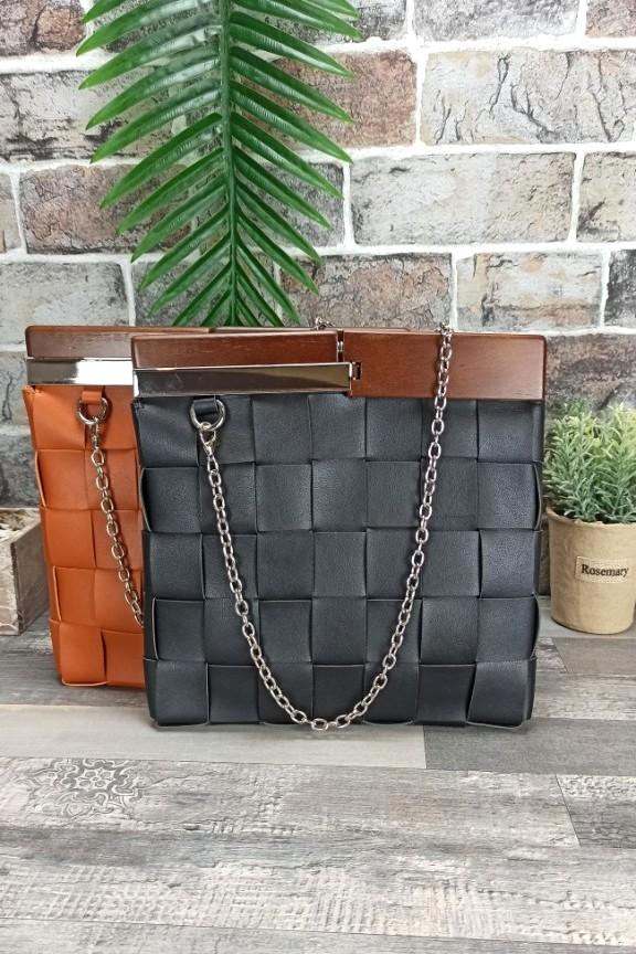 πλεκτή-τσάντα-ξύλινη-λαβή-μαύρη
