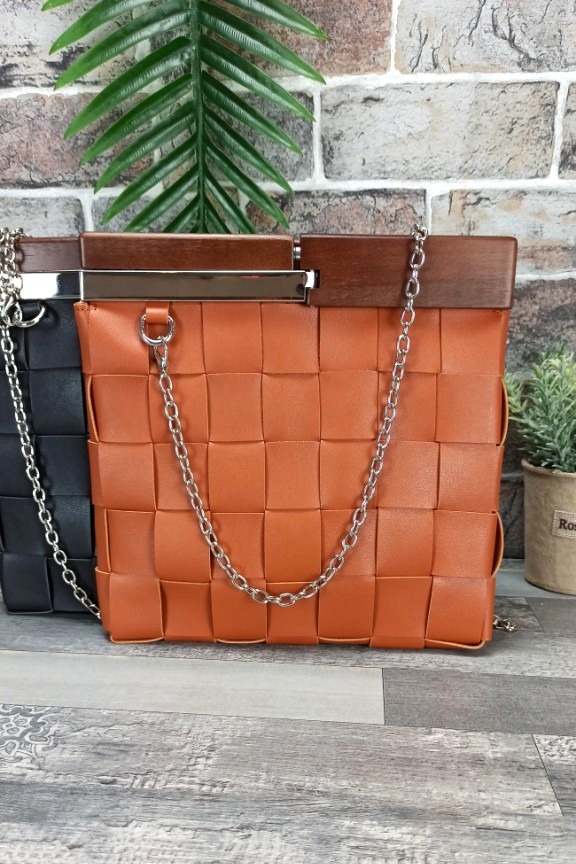 πλεκτή-τσάντα-ξύλινη-λαβή-ταμπά