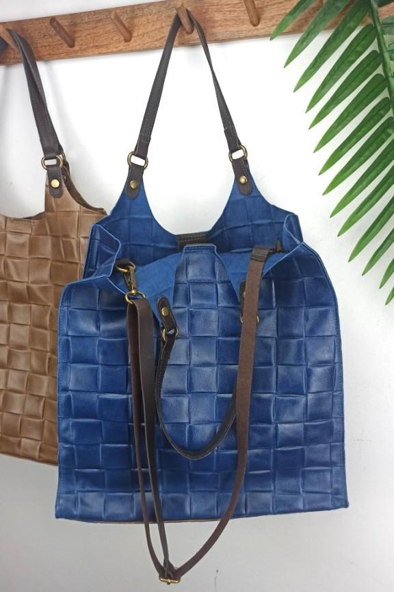 τσάντα-δερμάτινη-πλεκτή-μπλε