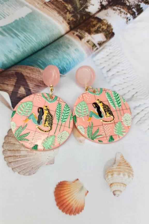 σκουλαρίκια-ρητίνης-ροζ-γυναίκα-τίγρης