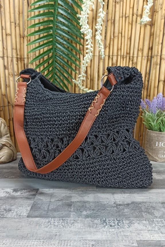ψάθινη-τσάντα-ώμου-δερμάτινο-λουράκι-μαύρη